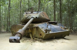 american_tank,_cu_chi_tunnels